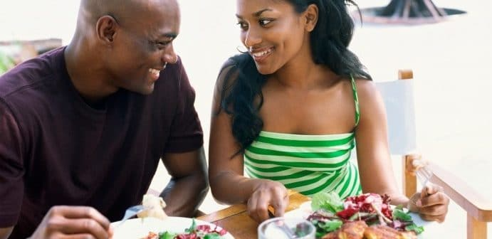 black-couple-eating-salad-691x336