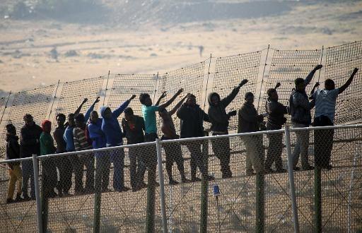 immigrants-origine-subsaharienne-frontiere-separe-maroc-enclave-espagnole