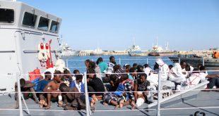 immigre-diaspora-migrants-africain-noir-secourus-mediterrane-garde-cotes-libyenne-bateau