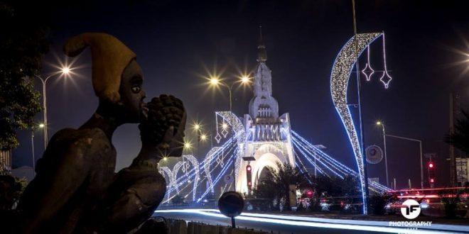 statue-monument-jeu-lumiere-coquette-belle-beau-capital-ville-bamako-maliba-fete-veille-fin-annee-noel-independance