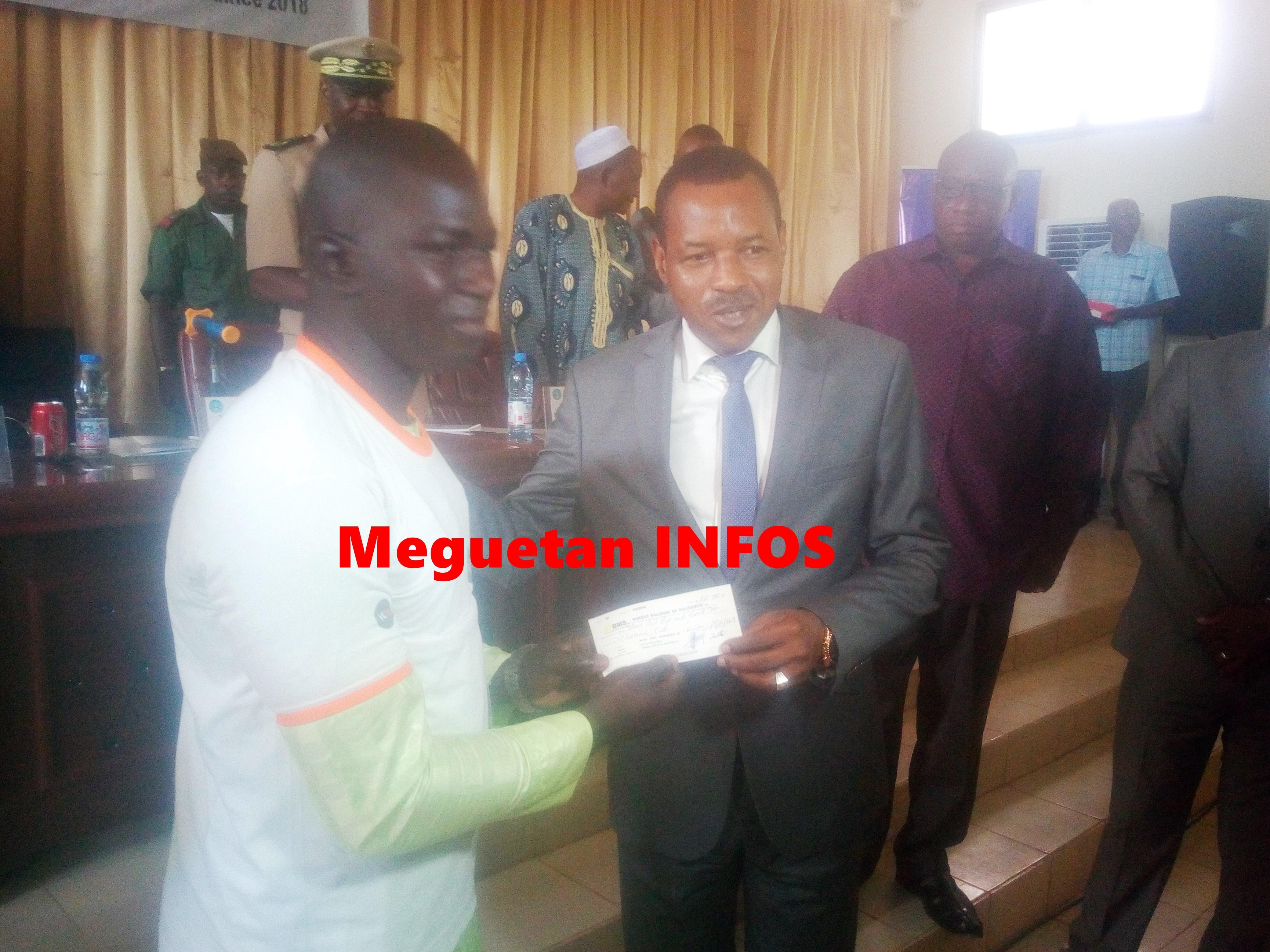 Ministre-jeunesse-remise-chec-bénéficiaire-EJOM-Koulikoro