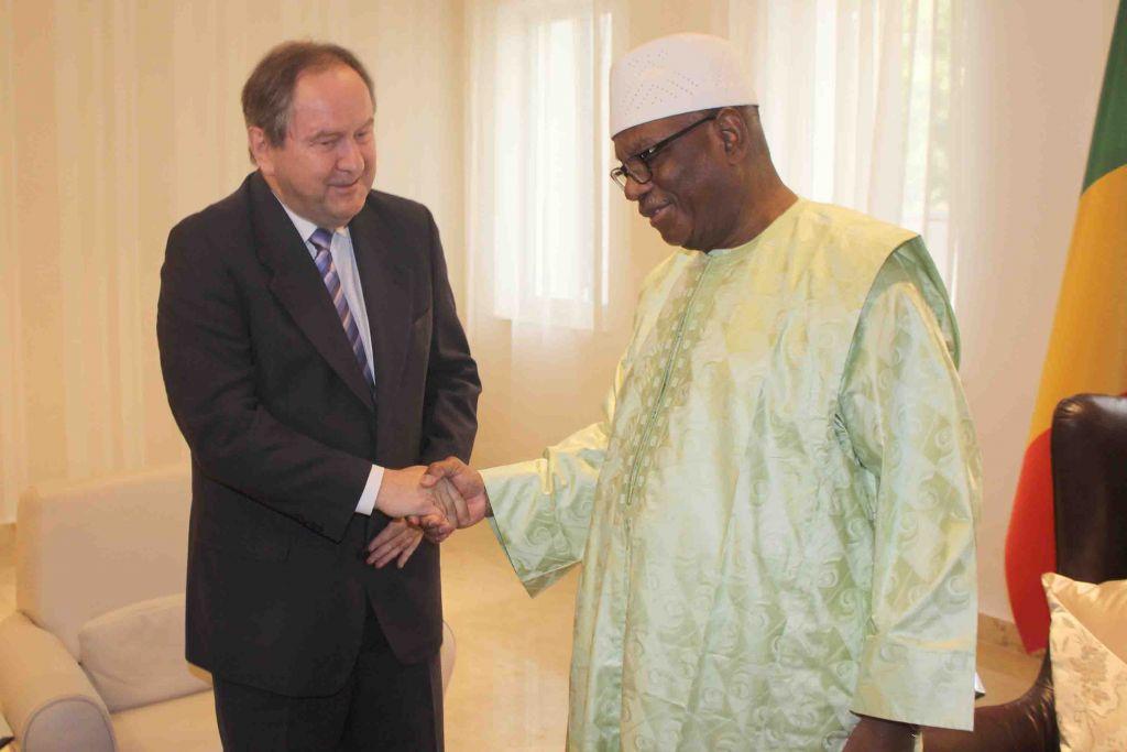 ibrahim-boubacar-keita-president-malien-ibk-louis-de-lorimier-ambassadeur-diplomate-canada