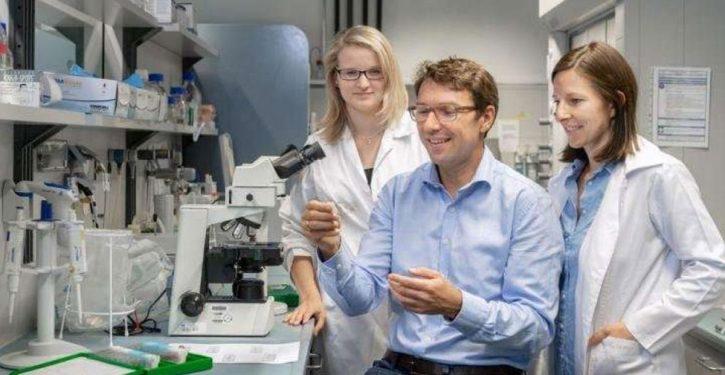 les-scientifiques-viennent-de-decouvrir-la-veritable-cause-du-cancer-du-colon-725x375