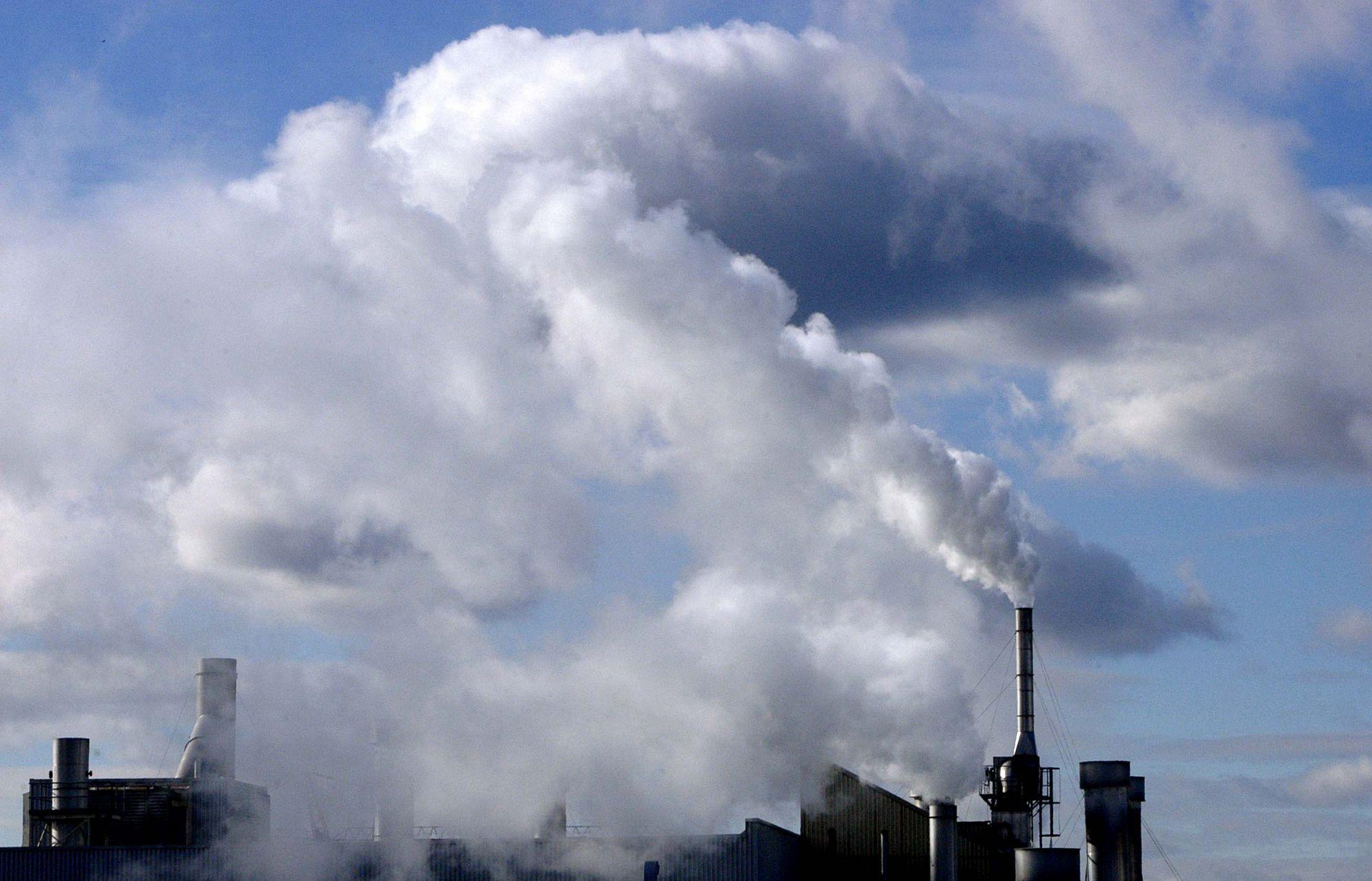 GAZ-ORGANIQUE-POLLUTION-AIR-CIEL-FUMEE-CARBONE