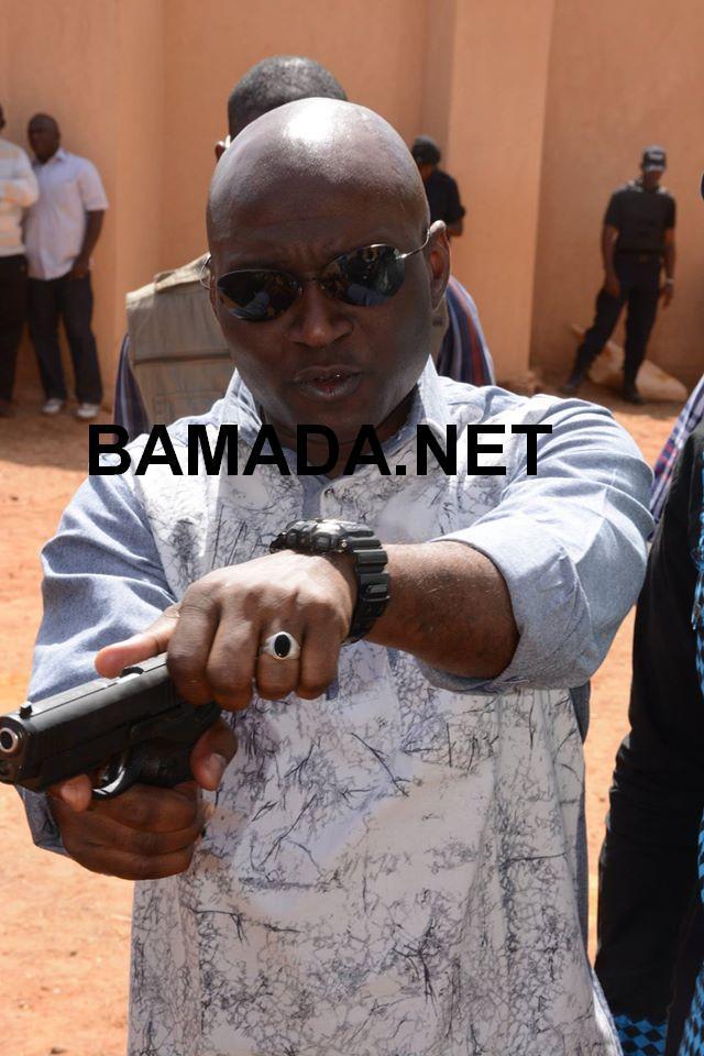 generala-salif-traore-champ-tir-pistolet-automatique-gouvernement-ministre-securite-malien